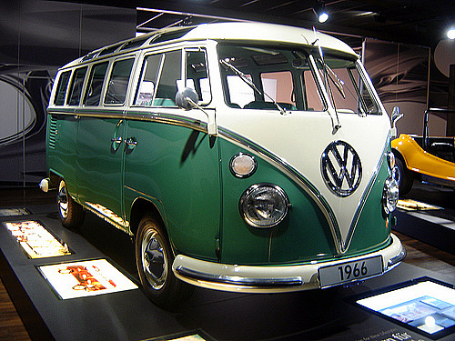 volkswagen bus blue